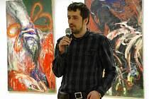 Průřez tvorbou v podobě jednadvaceti obrazů původem kyjovského 34letého malíře Petra Rašky mohou od pátku 13. ledna až do konce února obdivovat milovníci umění v uherskohradišťské Galerii Vladimíra Hrocha.