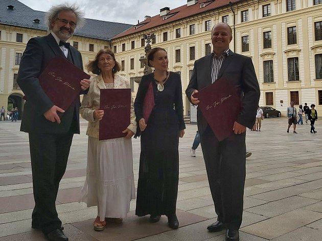 Prezident Miloš Zeman ocenil Miroslava Kováříka, Věru Kovářů, Jana Pijáčka iJanu Spathovou.