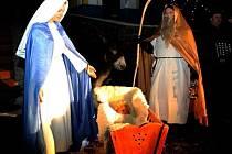 V roli Jezulátka letos chybělo živé nemluvně. Nahradila jej panenka.