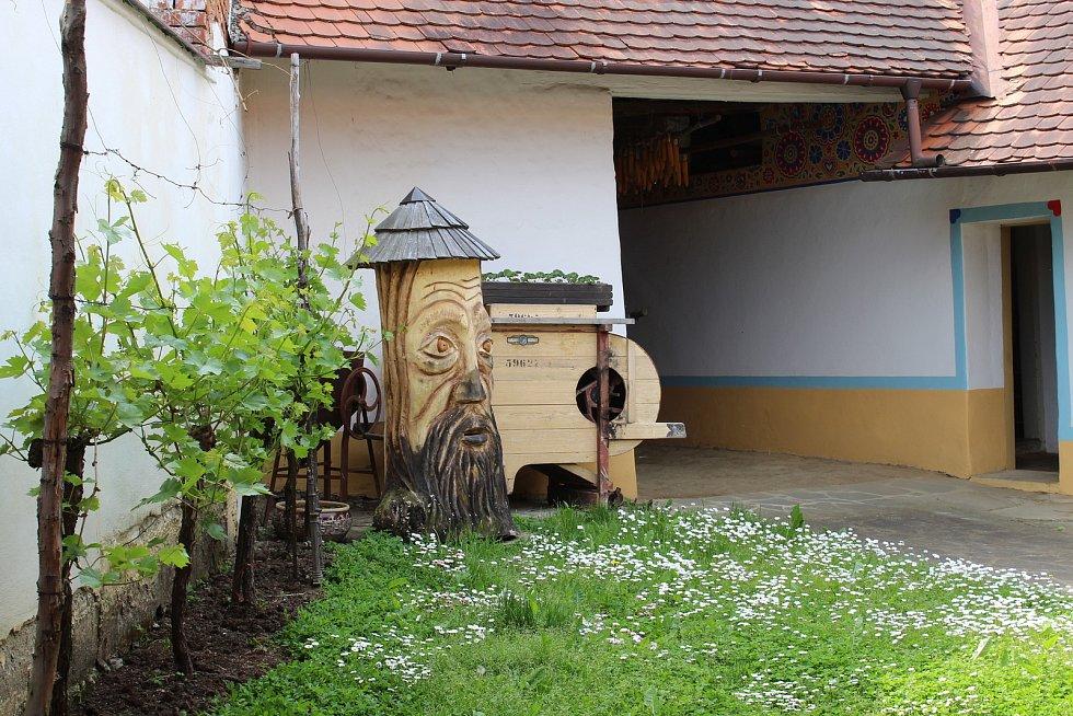 Pět památkových domků v hlucké ulici Rajčovňa.
