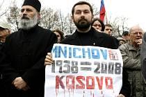 Na demonstarci proti uznání samostatného Kosova, která se uskutečnila 21. února na Palackého náměstí v Praze, se sešlo okolo dvou set protestujících.