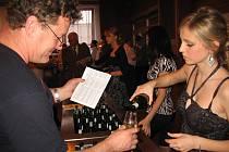Více než 300 návštěvníků ochutnalo ve Zlechově celkem 427 vzorků vín.