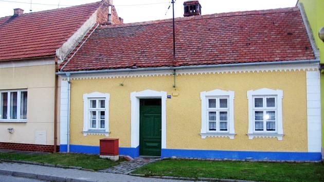 Památkový objekt se nachází v ulici Záhumní.