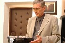 Ředitel Uherskohradišťské nemocnice Antonín Karásek tvrdí, že zvěsti o odvolání se mu nedonesly.