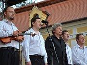 Koncert Dnů lidí dobré vůle na Velehradě, v předvečer oslav 1150. výročí příchodu sv. Cyrila a Metoděje na Velkou Moravu.