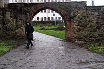 """Někdejší """"únikovou cestu"""" z královského města, Matyášova bránu v Uherském Hradišti, obsadí zanedlouho řemeslníci."""