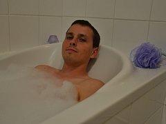 Nejoblíbenější regenerační metodou redaktora Slováckého deníku Michaela Lapčíka je horká koupel.