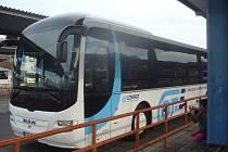 Nové autobusy budí zaslouženou pozornost řidičů i běžných cestujících. Jsou opatřeny i zbrusu novým logem hradišťské dopravní společnosti.
