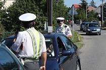 Sedm desítek dopravních policistů včera vyrazilo na silnice Zlínska. Tolik jich v terénu ještě letos najednou nebylo.
