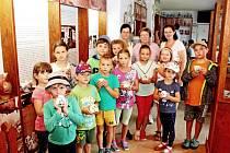 Pro aktivní a tvořivé děti, které mají rády hry a kamarády, ale nemají chuť přespávat mimo domov,  byl ideální volbou ve třetím červencovém týdnu premiérový příměstský tábor vMuzeu keramikyTupesy.