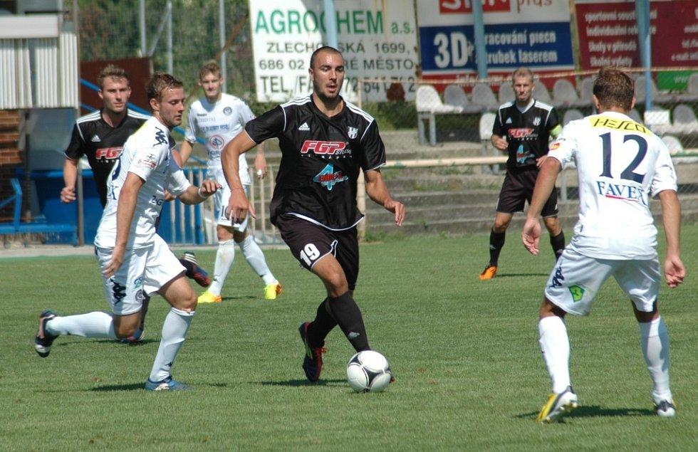 1. FC Slovácko B vs. HFK Olomouc - Vlevo Petr Franta