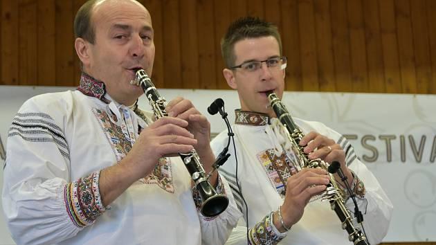 Festival dechovek ve Starém Hrozenkově doprovodilo mrholení
