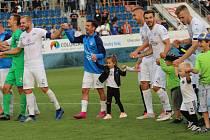 Fotbalisté Slovácka (v bílých dresech) v derby přemohli Zlín 1:0