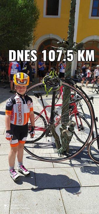 Na kole dětem. Jak jsem šlapal do pedálů z Luhačovic do Bzence. Devítiletá Valerie Müllerová ze Zlína byla nejmladší členka pelotonu. Na horském kole zvládla 107.5 kilometru.