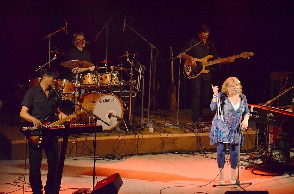 Koncert Věry Špinarové se uskutečnil ve středu 16. října ve velkém sále Domu kultury.