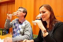 Víno podle nich nemá rádo samotáře, ale přátele, kteří si jej umějí vychutnat a o něm povyprávět.