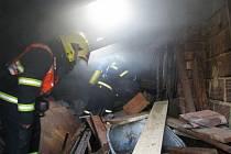 Požáru zahradního domku v Uheském Ostrohu.
