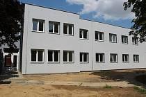 Na návštěvě v Traplicích. Vrekonstruované budově bývalé mateřinky by měli bydlet především senioři a občané blížící se tomuto věku.