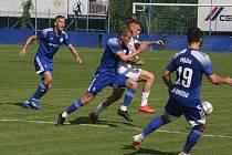 Fotbalisté Slovácka B (bílé dresy) v 6. kole MSFL podlehli Uničovu 1:2