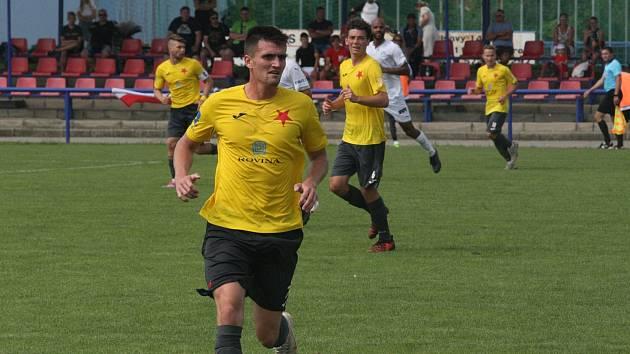 Fotbalisté Kroměříže zvítězili ve Frýdku-Místku 4:2. Na snímku je záložník Denis Plecitý.