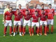 Fotbalisté třetiligového Uherského Brodu vstoupili do nové sezony s posilami i novým generálním partnerem, firmou Česká zbrojovka. Foto: