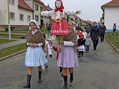 Vynášení Moreny symbolizovalo v Huštěnovicích konec zimy. Vítání jara tam bylo v neděli spojeno s blížícími se Velikonocemi.