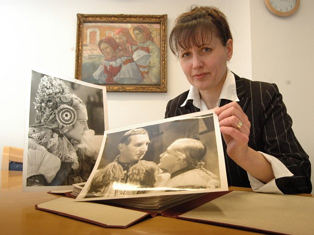 Soubor sedmapadesáti fotografií z natáčení filmu Maryša je ukrytý v trezoru na Obecním úřadě ve Vlčnově.