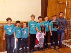 Úspěšná výprava zápasníků TJ Nivnice na závodech v Jihlavě, odkud přivezli kompletní medailovou sbírku.