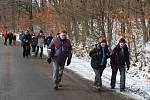 Účastníci pochodu mohli obdivovat krásy zimní přírody. A v partě se šlo lépe.