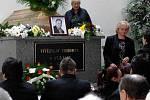 Rozloučit se s tragicky zesnulým Vítězslavem Chromkem, přišly na hřbitov do Mařatic stovky lidí
