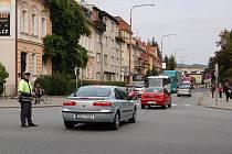 Hlavní křižovatka v centru Uherského Hradiště. Ilustrační foto