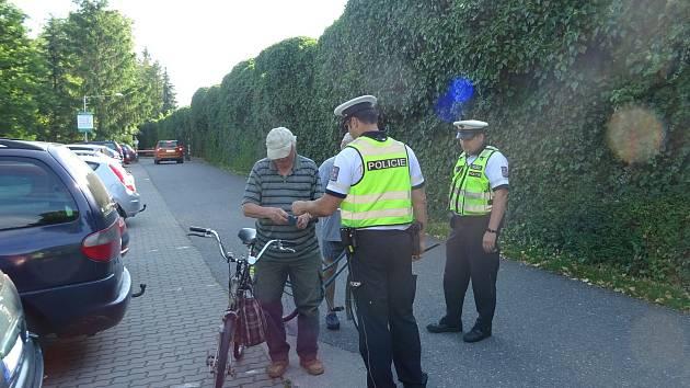 Už v 8 hodin ráno začala v úterý 4. června celodenní preventivně bezpečnostní akce policistů z Uherského Hradiště zaměřená na chodce a cyklisty.