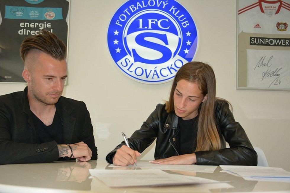 Fotbalistky Slovácka posílila mladá slovenská křídelnice Tamara Morávková.