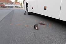 Řidič dálkového autobusu přehlédl chodce