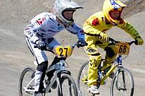 Jen deset metrů scházelo a Dušan Hůlka (vpravo) se mohl radovat z vítězství v závodě Evropského poháru. Drobná chybička jej ale nakonec odsunula o dvě místa dozadu.