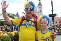 Centrum Uherského Hradiště ve středu 24. června zaplavili fotbaloví fanoušci ze Švédska.