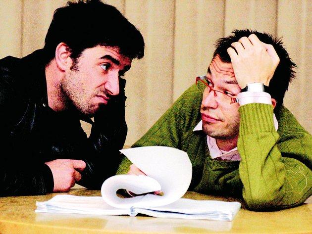 Zdeňku Trčálkovi (vlevo) i Josefu Kubáníkovi dává Havlova hra pořádně zabrat.