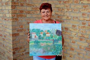 VPLENÉRU. Amatérští malíři a malířky malovali venku. Venku se také uskutečnila vernisáž jejich obrazů.