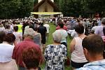 V pondělí 6. července sloužil svou první mši svatou na Svatém Antonínku Lhoťan Vojtěch Radoch.
