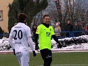 Fotbalisté Slovácka (v bílých dresech) na umělé trávě v Uherském Brodě přehráli druholigové Vítkovice 4:0. Foto: Deník/Stanislav Dufka