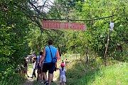 JAKO VPOHÁDCE. Nadšenci zKudlovické doliny připravili pro děti i dospělé už 14. ročník pohádkové stezky.