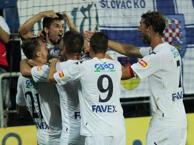 Fotbal Gambrinus liga 1. FC Slovácko - SK Slavia Praha. Radost po gólu na 1:0 – se zaťatou pěstí se raduje autor branky Michal Trávník.