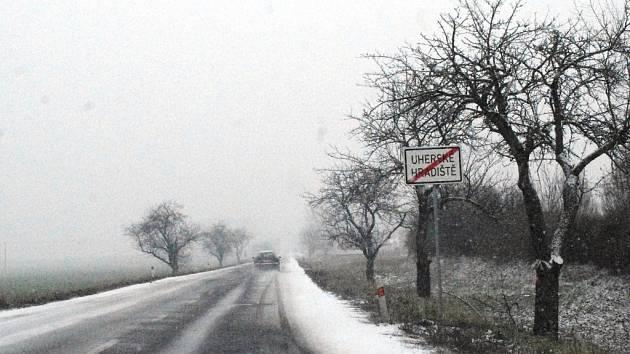 S novoročním rozedněním dorazilo na Slovácko také premiérové sněžení v roce 2016. Do večerních hodin 1. ledna přikryla náš region zhruba pěticentimetrová sněhová peřina.