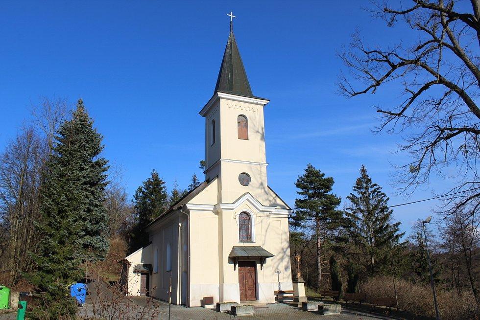 Částkov je vesnička s necelými čtyřmi stovkami obyvatel. kaple Panny Marie Lurdské.