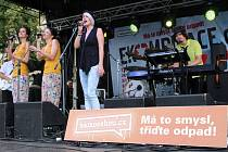 Koncert Ekompilace přinesl ekologické myšlenky i na Masarykovo náměstí v Uherském Hradišti, kde tyto ideje podpořilo svým vystoupením hned několik skupin.
