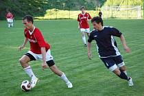 Fotbalisté Osvětiman (v červeném) si brousili zuby na skalp Slovácka C, museli si však nechat zajít chuť.