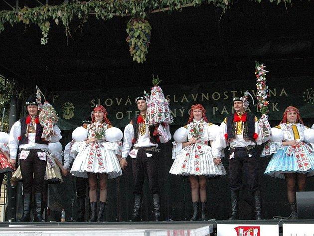 Pódum na Masarykově náměstí v neděli obsadili stárci jedenačtyřiceti obcí Uherskohradišťska.