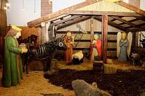 Dřevo - kovový betlém je unikátní právě svým zpracováním.