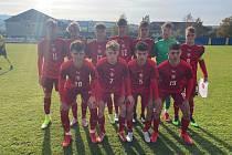 Fotbalisté České republiky do 16 let porazili v úterním přípravném zápase sousední Slovensko 3:0. Zápas se hrál na stadionu divizního Strání.