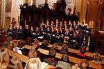 DUCHOVNÍ HUDBA. Festivalové setkání, kterého se zúčastnilo 270 zpěváků zšesti sborů církevních gymnázií zČeska, Slovenska, Londýna a Maďarska, přineslo mnoho nových radostí a povzbuzení.